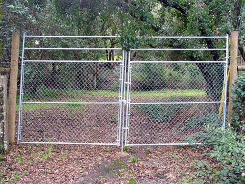 Chainlink driveway gates « arbor fence inc a diamond
