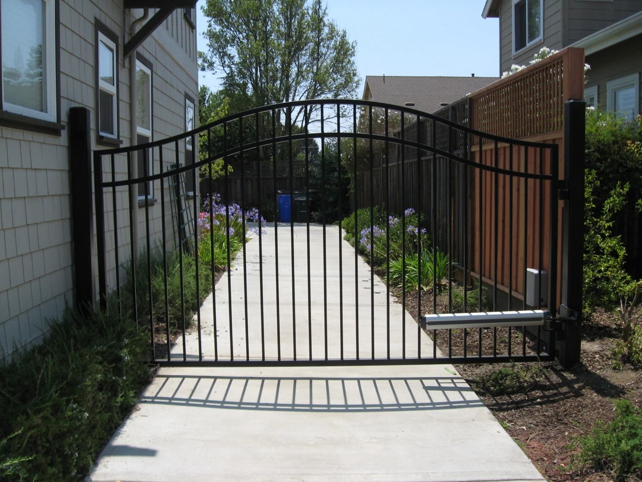 Arched scalloped steel driveway gates « arbor fence inc