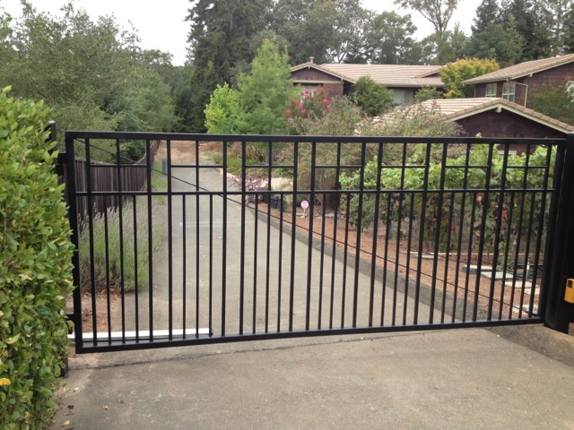 Flat top steel driveway gates arbor fence inc a for Best driveway gates