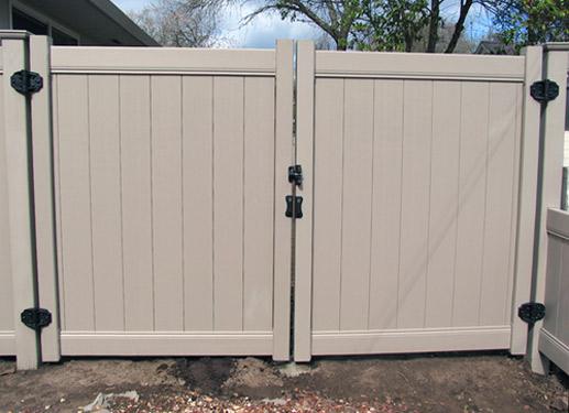 Fence gates vinyl driveway